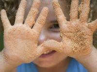 Грязные руки у ребенка