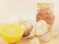 пол-лимона и зубчики чеснока