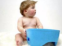 ребенок возле горшка