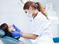 стоматолог и пациентка