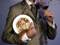 костюм, запачканный красным вином