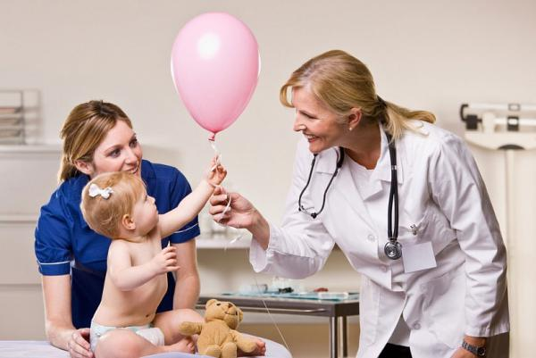 Мама с ребенком на приеме у врача