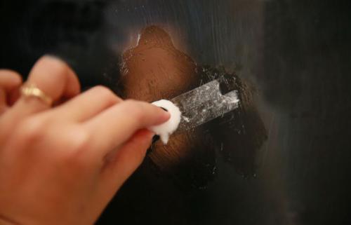 Очищение стекла от скотча