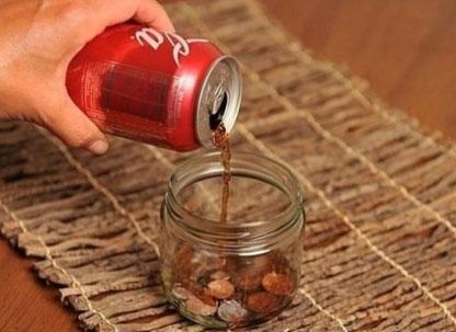 Очистка монет кока-колой
