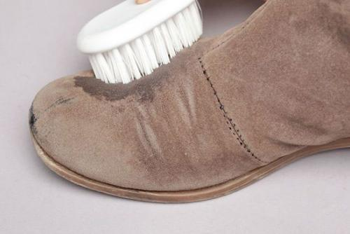 Удаление воска с замшевой обуви