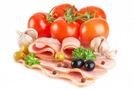 помидоры и бекон