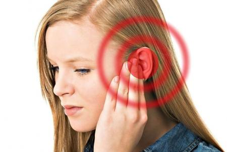 красный круг возле уха