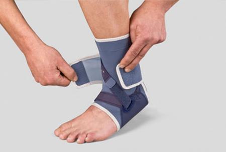 лангета на ноге