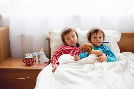 дети в кровати