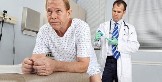 врач в перчатках
