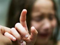 Заноза в пальце у ребенка